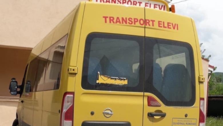 Cum trebuie să procedați atunci când un autobuz școlar oprește cu luminile de avarie aprinse? itemprop=