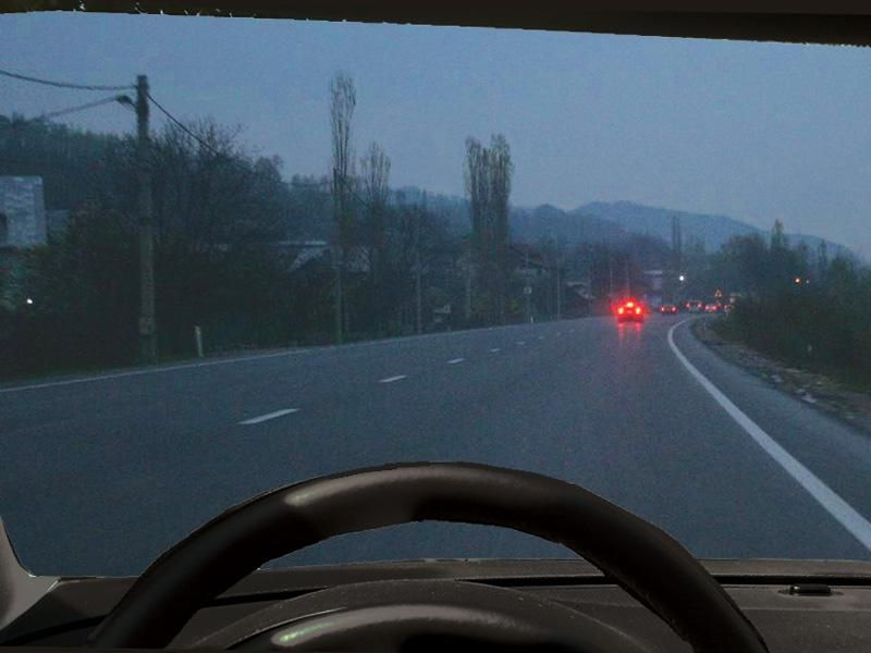 Este permisă folosirea luminilor de ceaţă noaptea, dacă cerul este senin? itemprop=